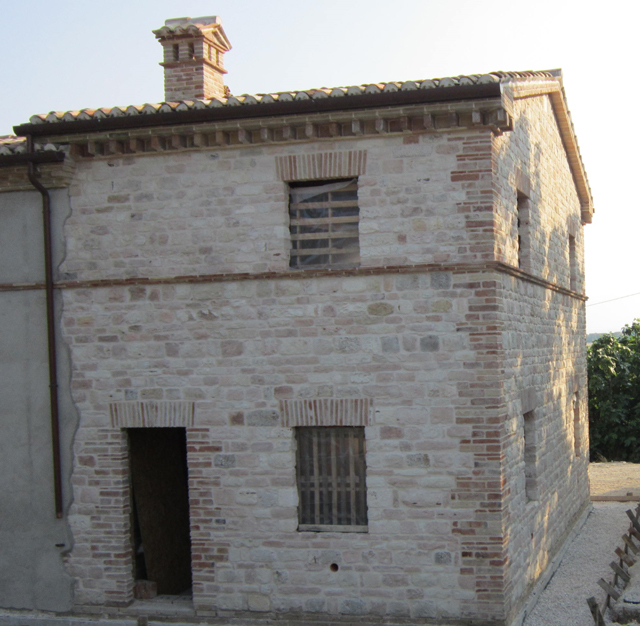 Muratura faccia vista casale camerano ambrosi edilizia for Case di mattoni facciate